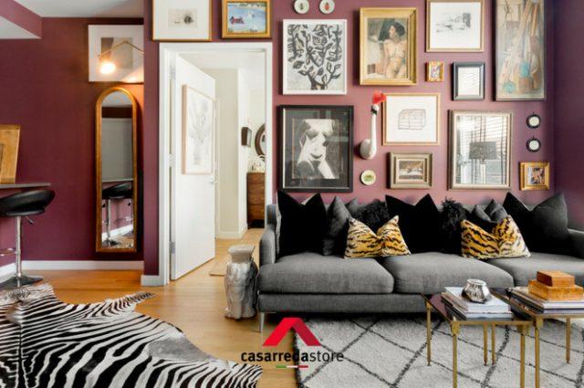 10 modi per decorare la parete dietro al divano: come fare